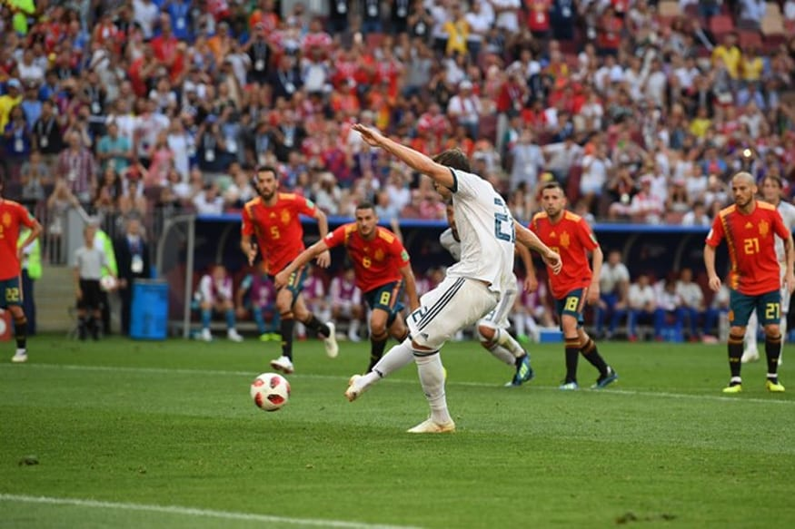 Russian Federation stun Spain on penalties to make last eight