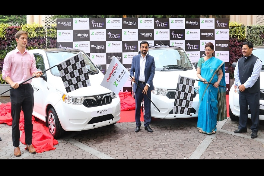 (L-R) Greg Moran, Co-Founder and CEO - Zoomcar; Mahesh Babu, CEO – Mahindra Electric; Mukta Tilak - Honorable Mayor, Pune City; Dr. Rajendra Jagtap, CEO, PSCDCL at the flag-off of Mahindra e2oPlus on Zoomcar platform in Pune. (Image: Mahindra)