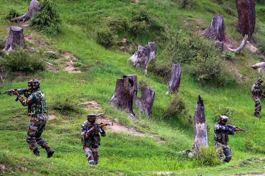 Army personnel take positions during an encounter with the militants in Kashmir (Image for representation: PTI)