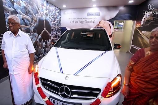 H. Devarajan with Mercedes-Benz B-Class. (Image: YouTube Screengrab)