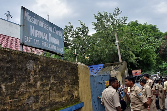 Police stand outside Nirmal Hriday in Ranchi. (REUTERS)