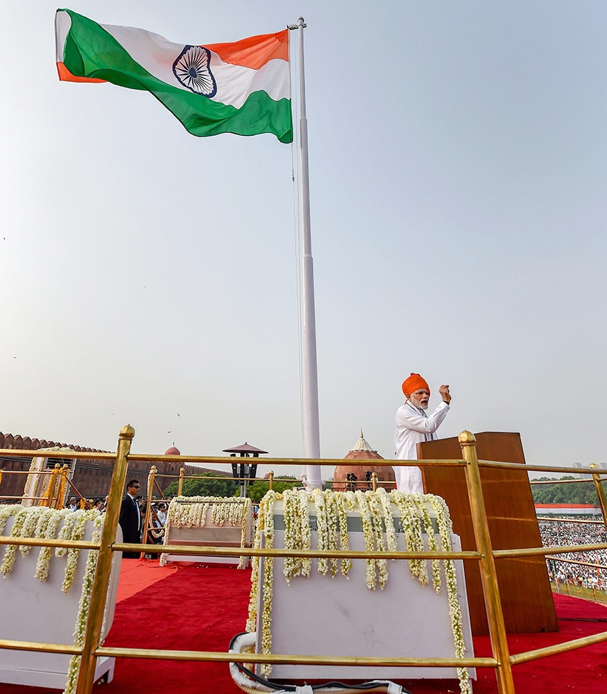 Prime Minister Narendra Modi addresses the nation from the ramparts of the historic Red Fort on the occasion of 72nd Independence Day, in New Delhi. (Image: PTI)
