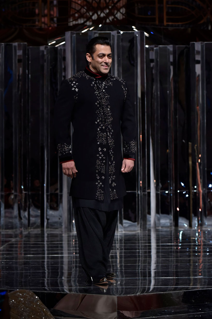 Salman Khan displays a creation of fashion designer Manish Malhotra during the Zween show in Mumbai. (Image: Viral Bhayani)
