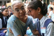 Viral Photo of Girl Reuniting With Grandmother At Old Age Home Is Not What It Looks Like