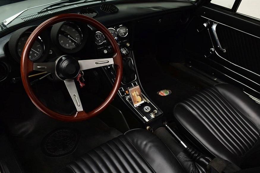 1976 Alfa Romeo cabin. (Image: Barrett-Jackson)