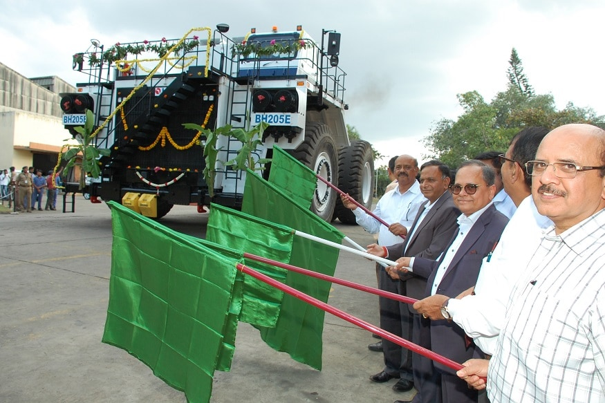 BEML Officials flagging off  electric truck. (Image: BEML)