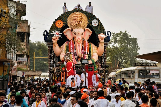 Devotees carry an idol of Lord Ganesha for immersion on the last day of Ganesh Chaturthi festival, in Hubballi, Tuesday, Sept 24, 2018. (Image: PTI)