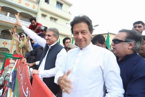 File image of Pakistan foreign minister Shah Mehmood Qureshi with PM Imran Khan at a rally.  (Photo Courtesy: Twitter handle of Shah Mehmood Qureshi )