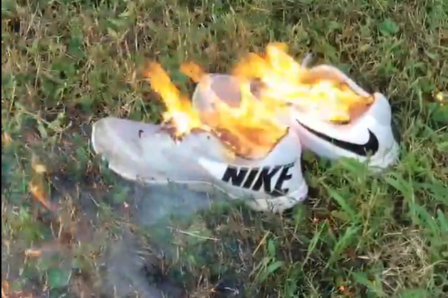Resultado de imagen para Nike shoes burning