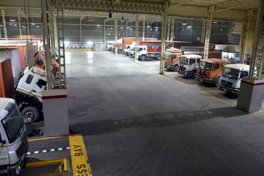 BharatBenz service facility at Dhingra Trucking Dharuhera. (Image: BharatBenz)