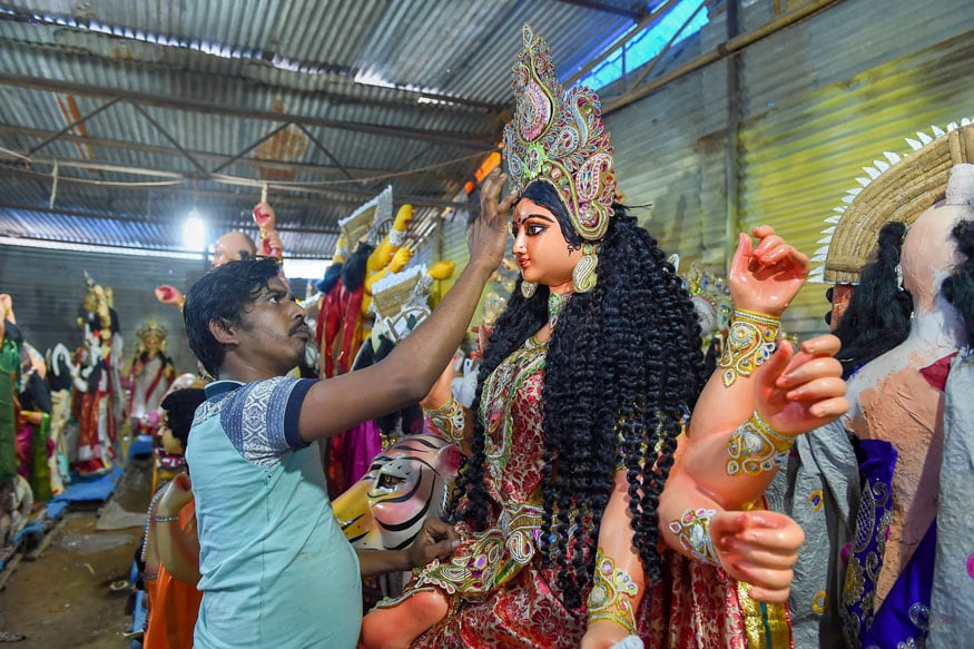 Durga Puja 2018: Bengal Decks Up to Welcome Goddess Home, Bask in Festivities
