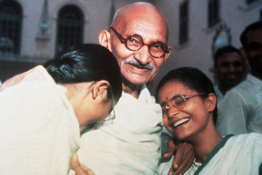 10 sentences about mahatma gandhi in english