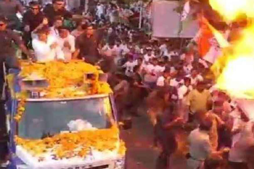 Fire Scare at Rahul Gandhi's MP Roadshow as Helium Balloons Explode
