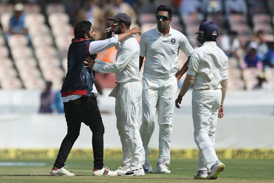 India vs West Indies Hyderabad Test: Fan Invades Pitch; Tries to Kiss Virat Kohli