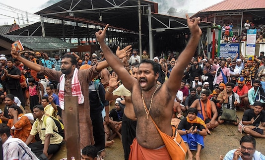 File photo of protesters opposing the entry of women to the Sabarimala Temple. (Photo: PTI)