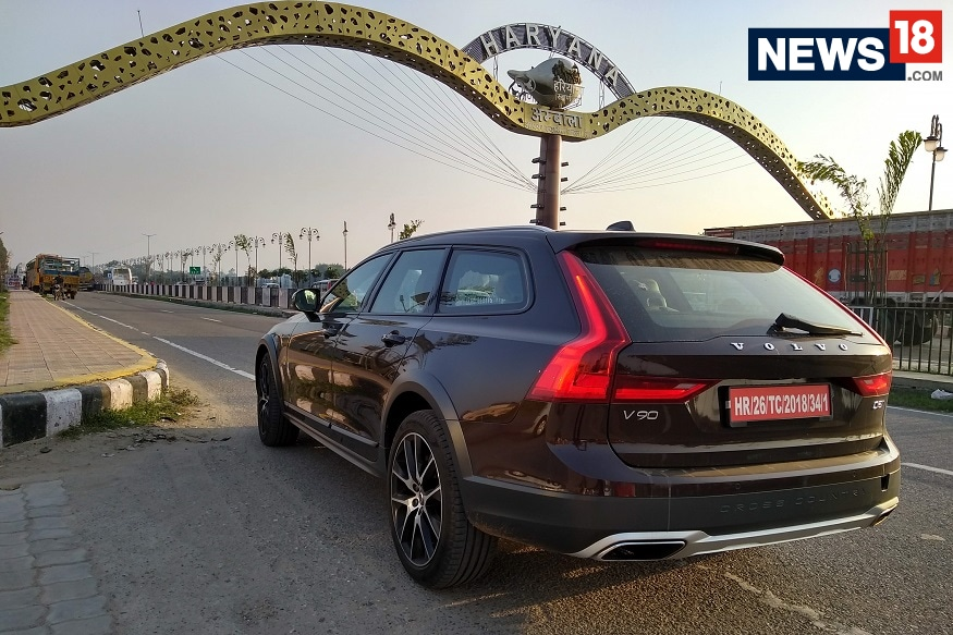 Volvo V90 Cross Country is one of the best luxury cars to buy in India without paying much. (Image: Arjit Garg/ News18.com)