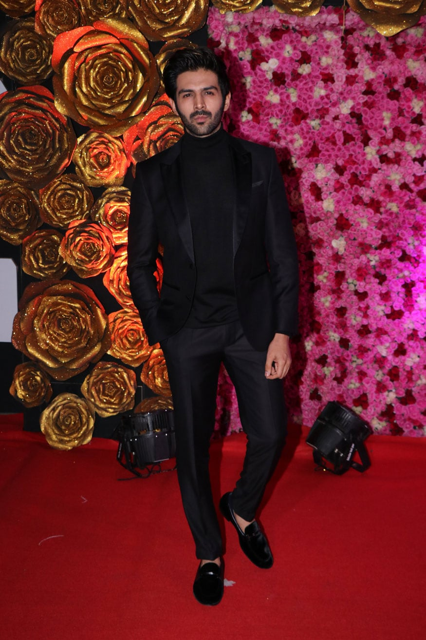 Kartik Aaryan walks the red carpet at the Lux Golden Rose Awards 2018 in Mumbai. (Image: Viral Bhayani)