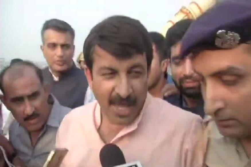 BJP's Manoj Tiwari Says Kejriwal 'Big Example of Urban Naxal'; Calls AAP 'Team B' of Congress