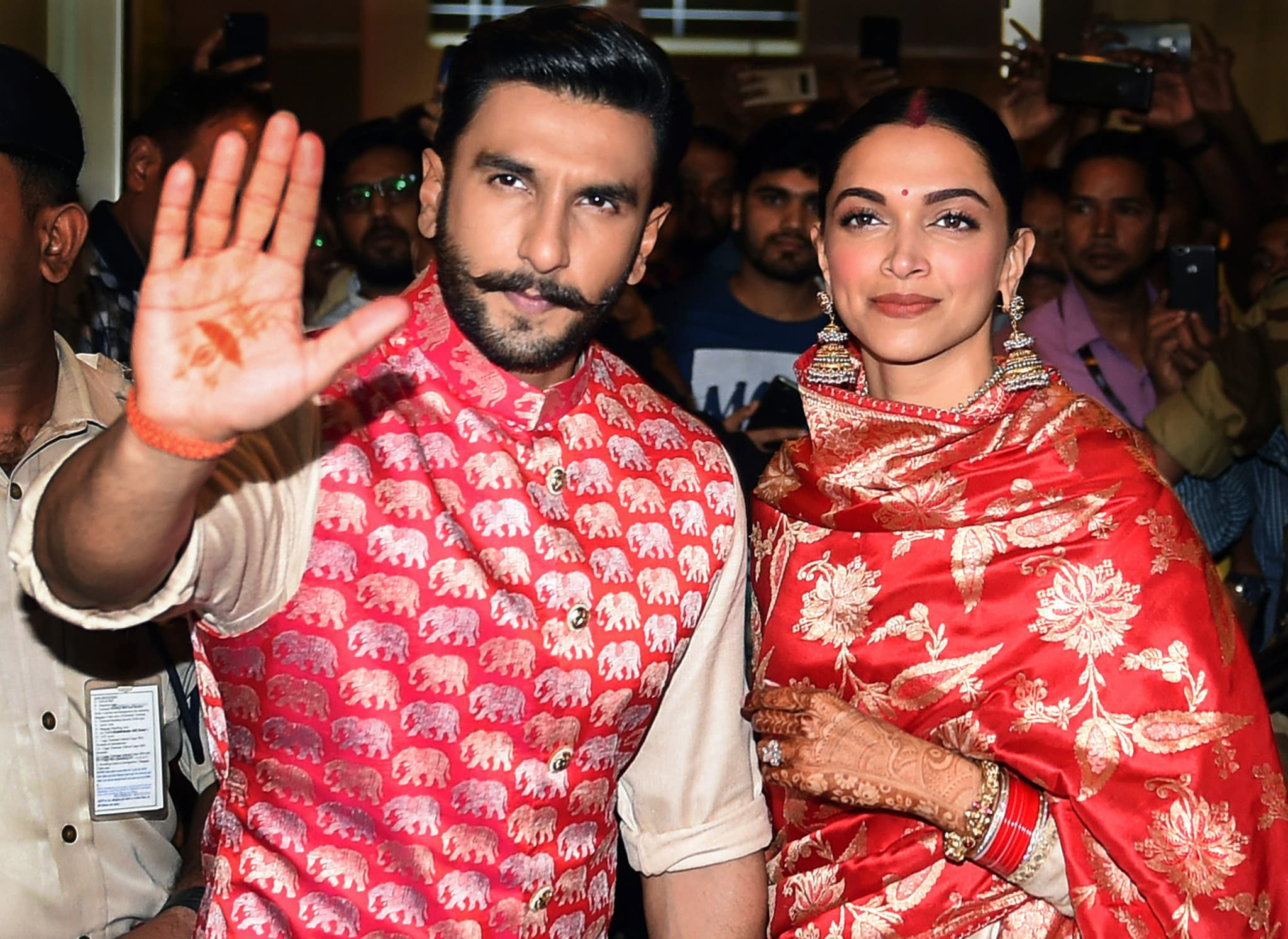 Mumbai: Newly-wed Bollywood stars Deepika Padukone and Ranveer Singh, who recently tied knot in a private ceremony at Lake Como in Italy, on their arrival in Mumbai, Sunday, November 18, 2018. (PTI Photo/Shashank Parade)  (PTI11_18_2018_000024B)