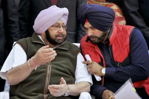File photo of Punjab CM Amarinder Singh and former minister Navjot Singh Sidhu. (PTI)