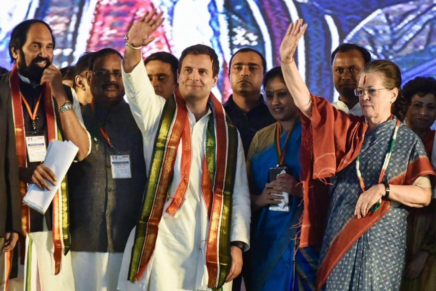 Sonia Gandhi Strikes Emotional Chord in Telangana to Corner KCR, Says Congress Paid Price for Bifurcation