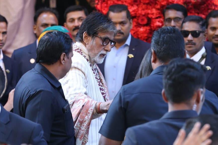 mitabh Bachchan arrives for Isha Ambani and Anand Piramal's wedding ceremony in Mumbai. (Image: Sachin Gokhale/News18)