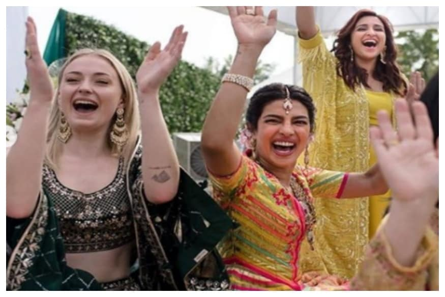 Sophie Turner with Priyanka Chopra and Parineeti Chopra at the Mehendi ceremony in Jodhpur.