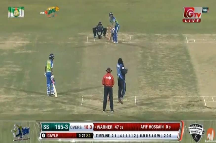 Warner Turns Right-handed; Slams Gayle for 14 in