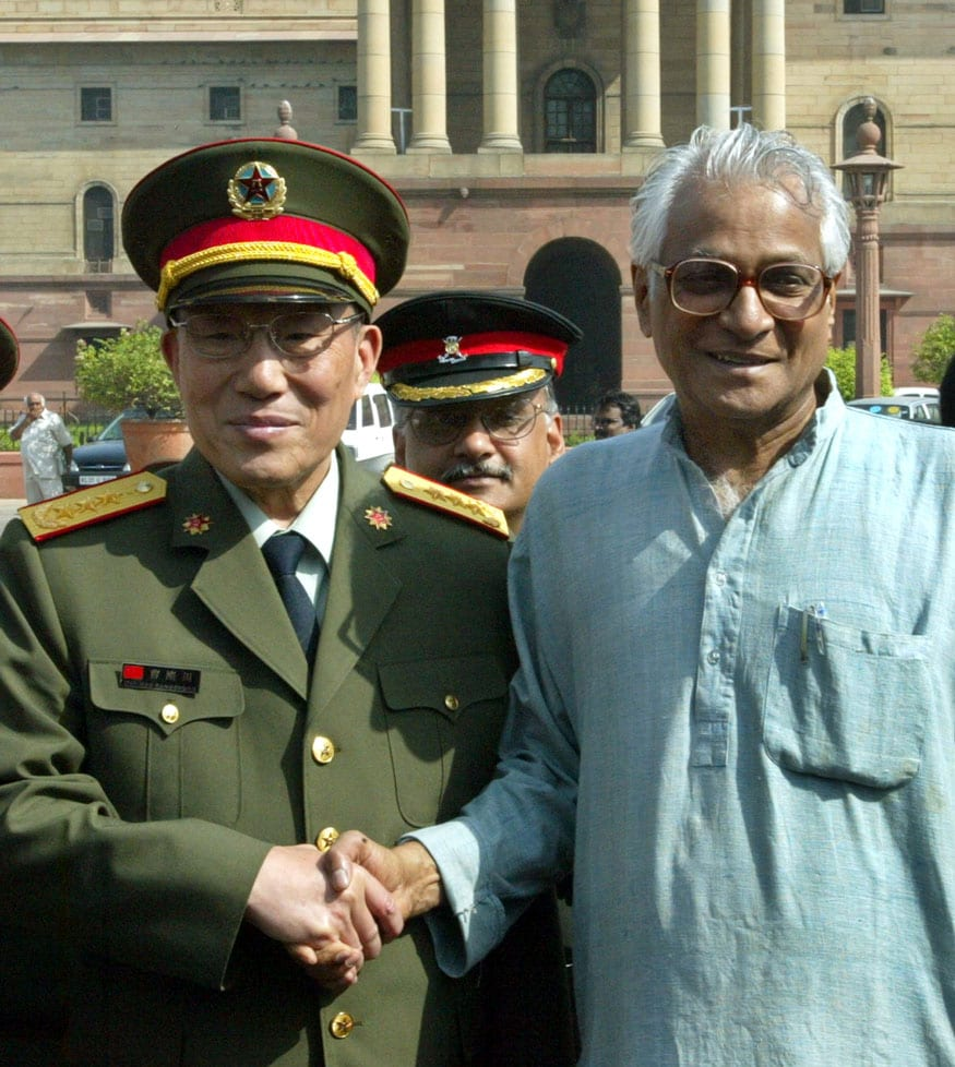 With the visiting Chinese defence minister General Cao Gangchuan. Image: Reuters