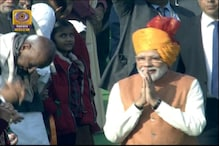 PM Keeps Up Trend of Colorful Headgear, Wears Yellowish Orange Turban at R-Day Parade
