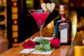 Valentine's Day Special: Best Dishes & Drinks to Celebrate Love