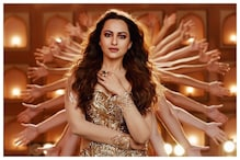 Sonakshi Sinha Sizzles in the Remake of Helen's Hit Song Mungda for Total Dhamaal, Watch Here