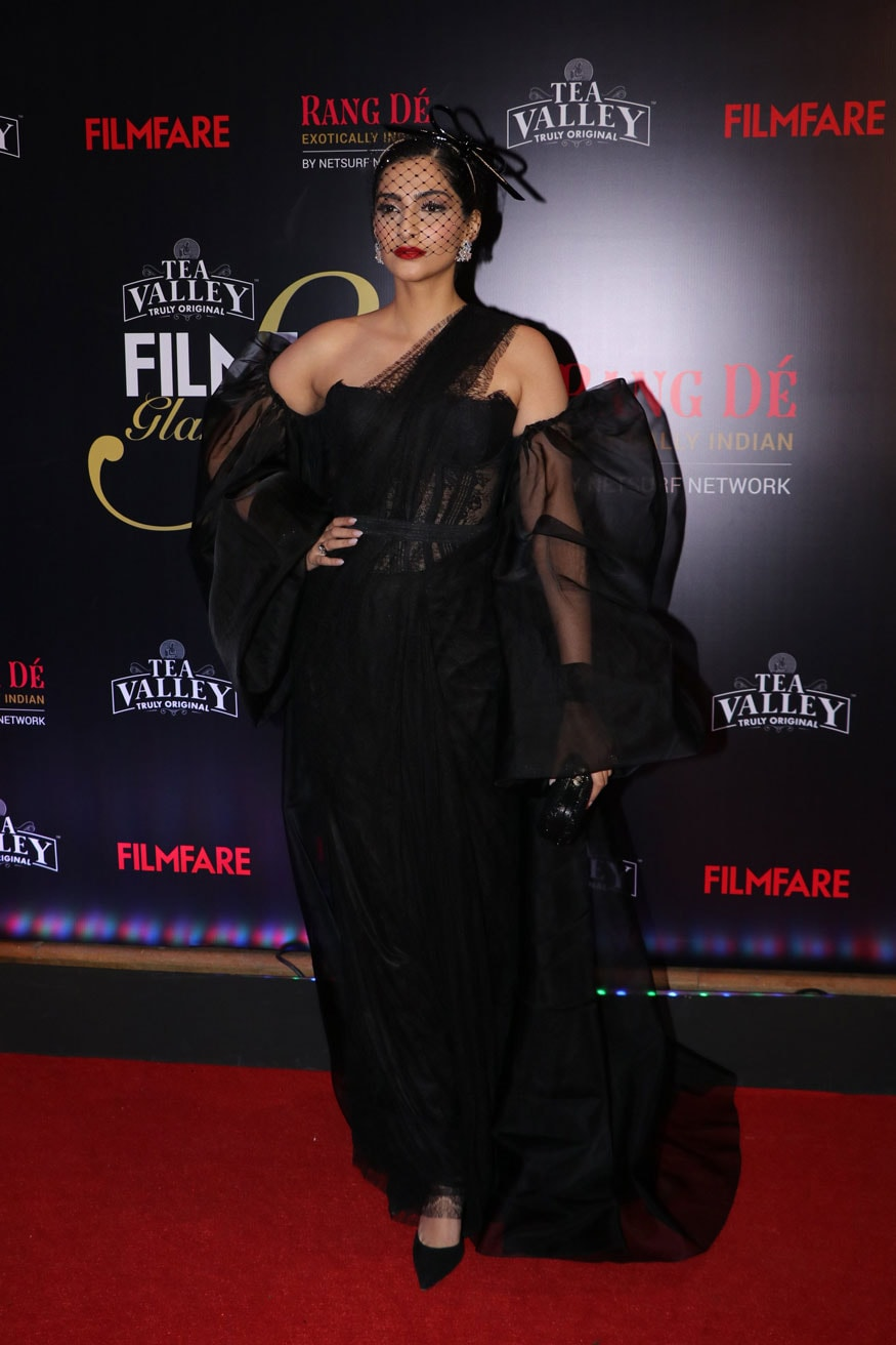 Sonam Kapoor Ahuja poses for the cameras at the Filmfare Glamour and Style Awards 2019 in Mumbai. (Image: Viral Bhayani)