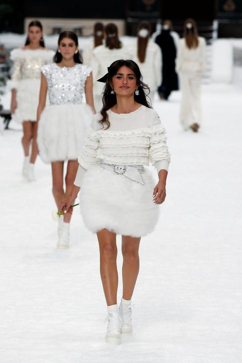 Penelope Cruz presents a creation by late designer Karl Lagerfeld as part of his Fall/Winter 2019-2020 women's ready-to-wear collection show for fashion house Chanel at the Grand Palais during Paris Fashion Week in Paris, France March 5, 2019.   REUTERS/Regis Duvignau