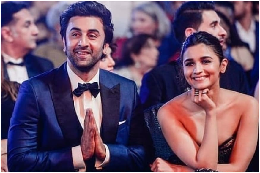 Alia Bhatt Declares Love for Ranbir Kapoor at Awards Show
