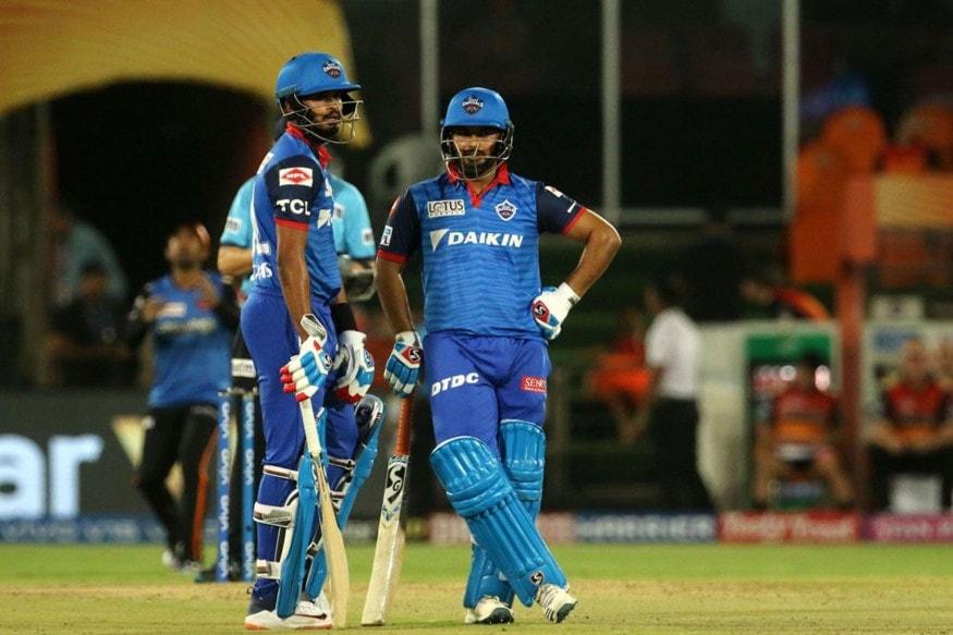Shreyas Iyer and Rishabh Pant talk between overs. (IPL T20)