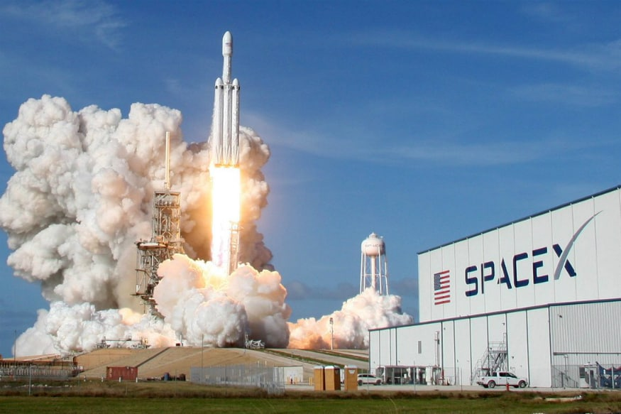 SpaceX Postpones First Commercial Launch Due to Strong Wind