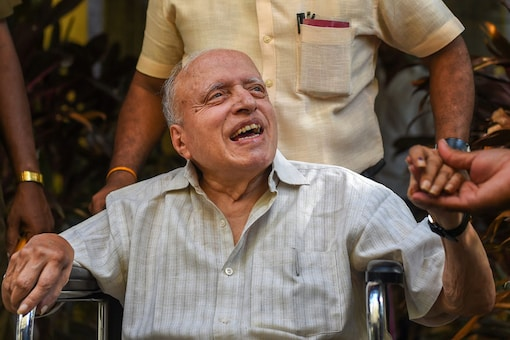 93-yr old agriculture scientist M S Swaminathan shows his finger, marked with indelible ink, after casting his vote during the second phase of the 2019 Lok Sabha elections, outside a polling station in Chennai. (Image: PTI)