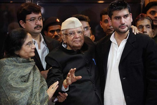 File photo of ND Tiwari along with wife Ujjwala and son Rohit (File photo)