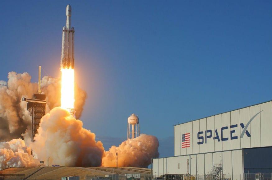 SpaceX Falcon Heavy Arabsat-6A launch 1