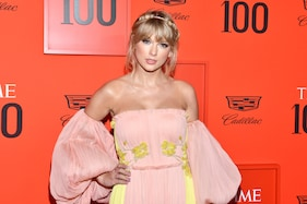 Taylor Swift Opens up on Mom's Cancer for First Time