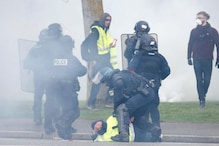 French Police Break up Yellow Vest Protest with Tear Gas, Officers, Protesters Injured
