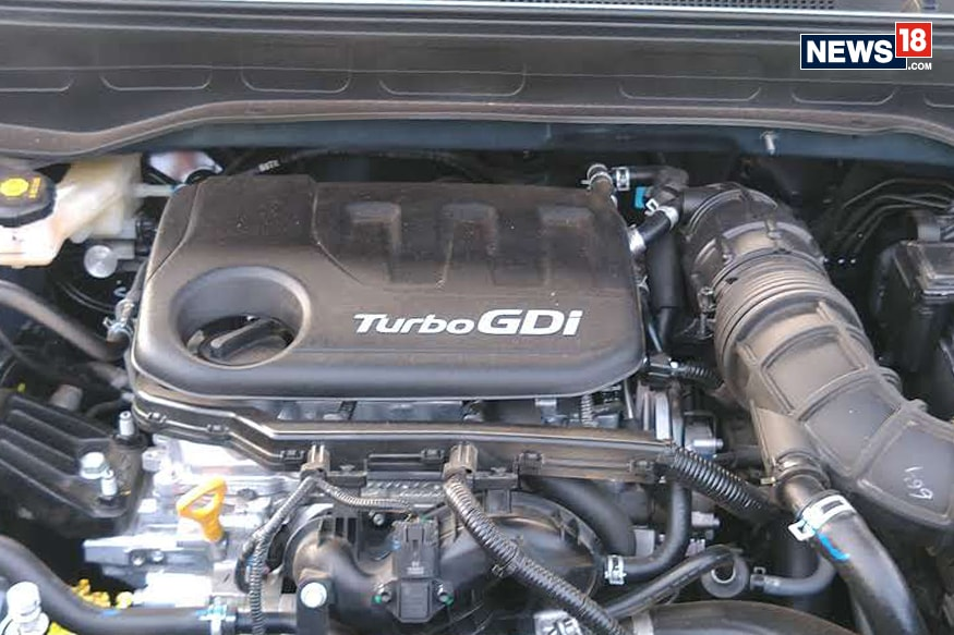 Hyundai Venue 1.0-litre Turbo engine. (Image: Arjit Garg/ News18)