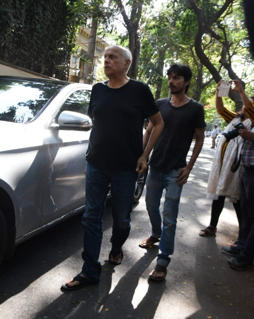 Mahesh Bhatt arrives at Ajay Devgn's residence to offer condolences to the bereaved family. (Image: Viral Bhayani)