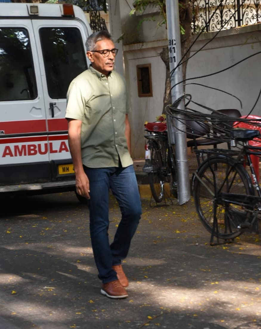 Prakash Jha arrives at Ajay Devgn's residence to offer condolences to the bereaved family. (Image: Viral Bhayani)