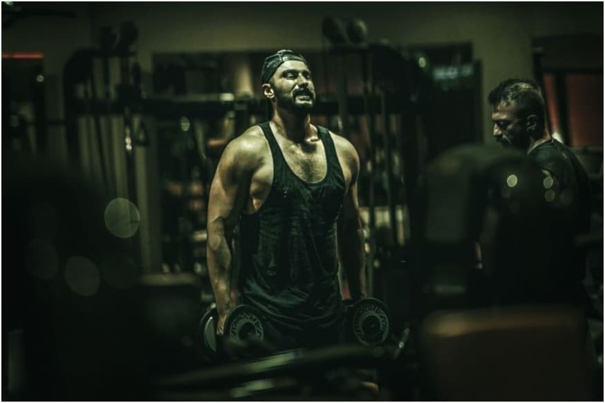 Ranveer Singh, Varun Dhawan Encourage Arjun Kapoor's Grueling Workout Regime for Panipat