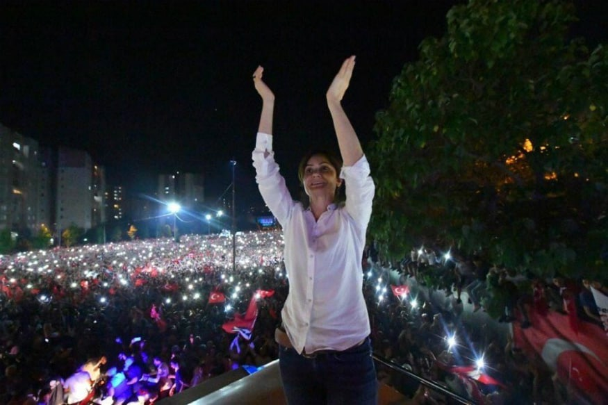 Hundreds Gather to Support Turkey Politician Who Faces 17 Years for 'Insulting' Tweets