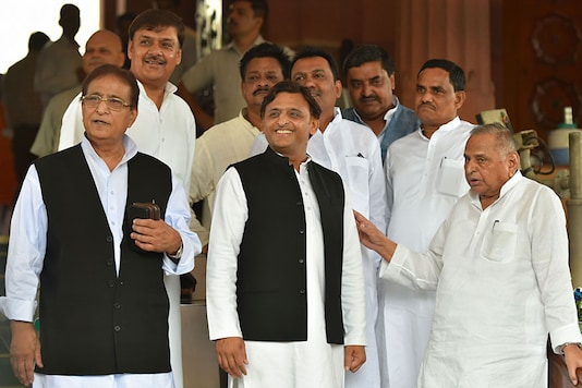 All Cases against Azam Khan Will Be Withdrawn if SP Comes to Power, Says  Akhilesh Yadav