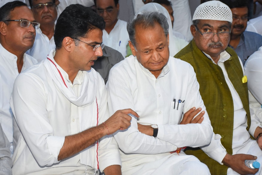 Sonia Gandhi Moves to Quell Feud in Rajasthan Congress, Directs Ashok Gehlot & Sachin Pilot to Work in Tandem