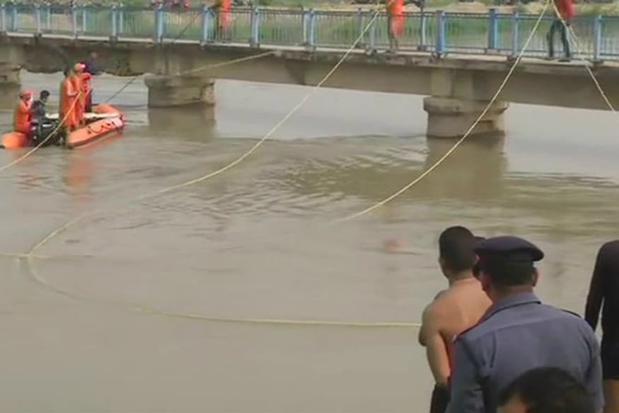 Bodies of 3 Children Fished Out of Lucknow Canal after SUV Plunged into It, 4 Still Missing